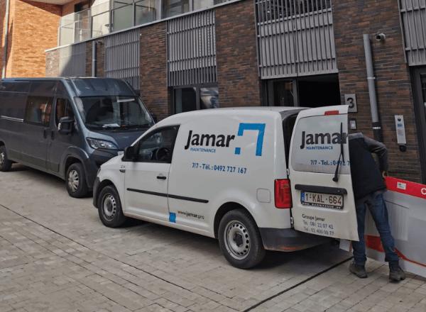 Camion blanc avec le logo Jamar Maintenance