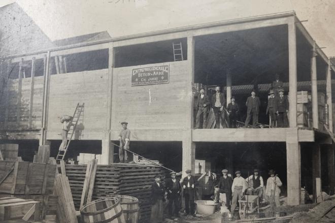 Construction d'un hangar en béton armé : 1919